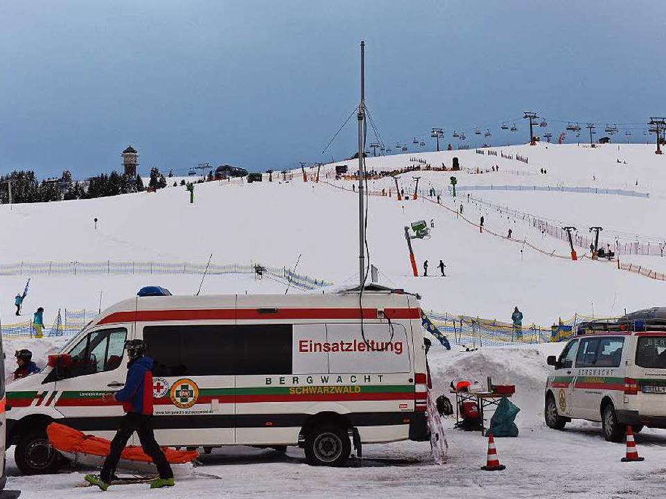 Bergwacht an der Unglücksstelle am Feldberg.    Foto: dpa