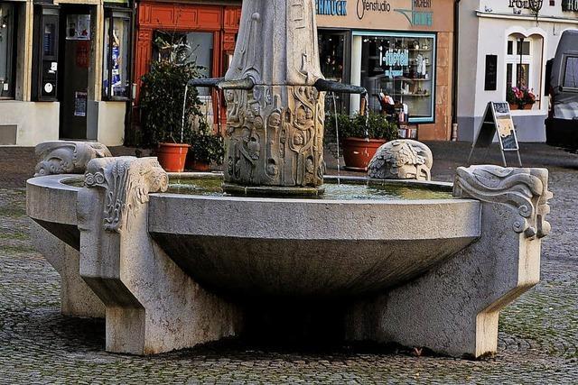 Stadtbrunnen auf dem Münsterplatz in Bad Säckingen ist einen zweiten Blick wert