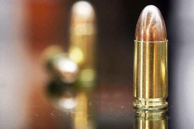 Ermittler übersehen Kugel in der Kapuze des Toten