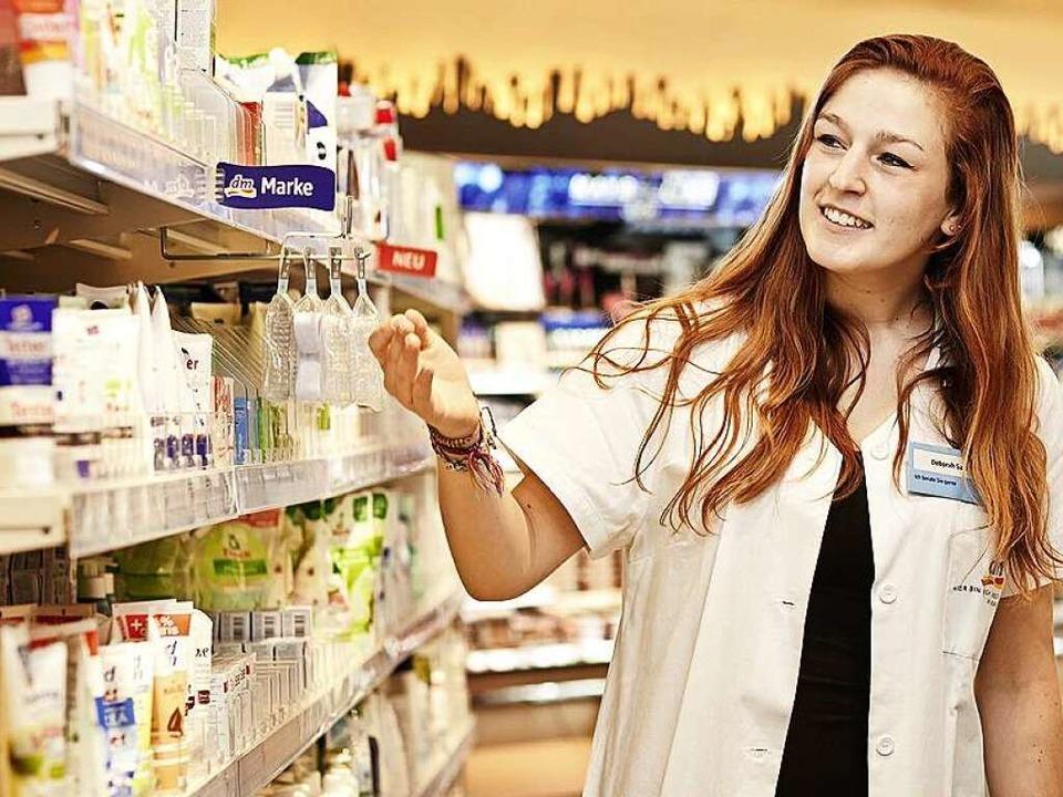 Nach Verkäufern von Drogerie- und Apot...itsagentur im Schnitt 421 Tage suchen.  | Foto: Dm-Drogerie Markt