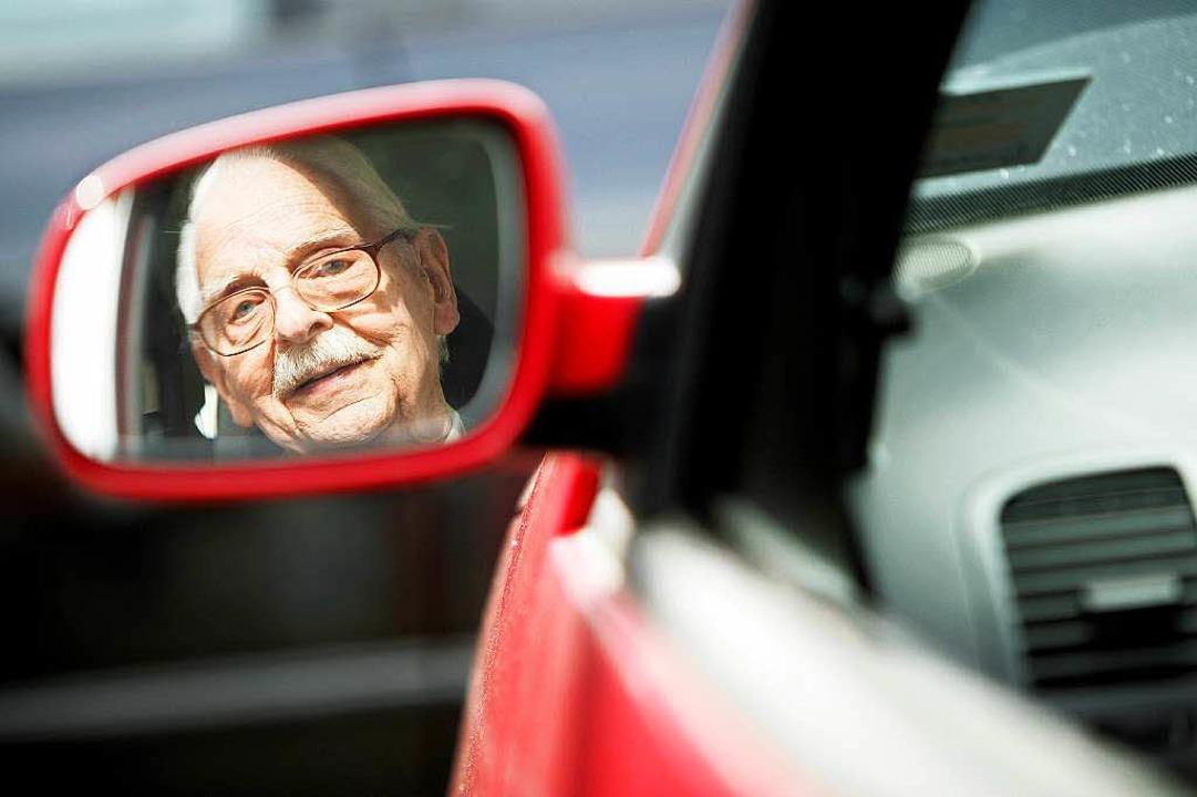 Mit dem Alter erhöht sich auch oft die Reaktionszeit im Straßenverkehr.  | Foto: Verwendung weltweit, usage worldwide