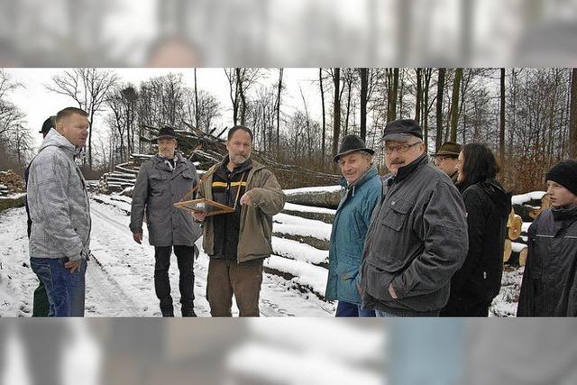 Frohes Steigern am Holzmacherfeuer