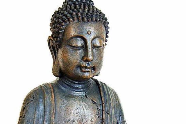 Buddha-Statue wirbelt bayerischen Friedhof auf