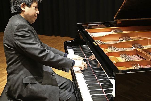 Pianist Vladimir Valdivia gastiert in der Klinik Wehrawald in Todtmoos