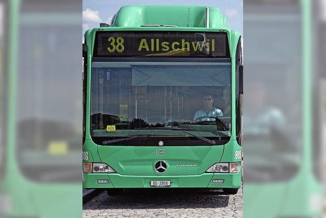 Basler Gäste reisen mit dem 38er-Bus an