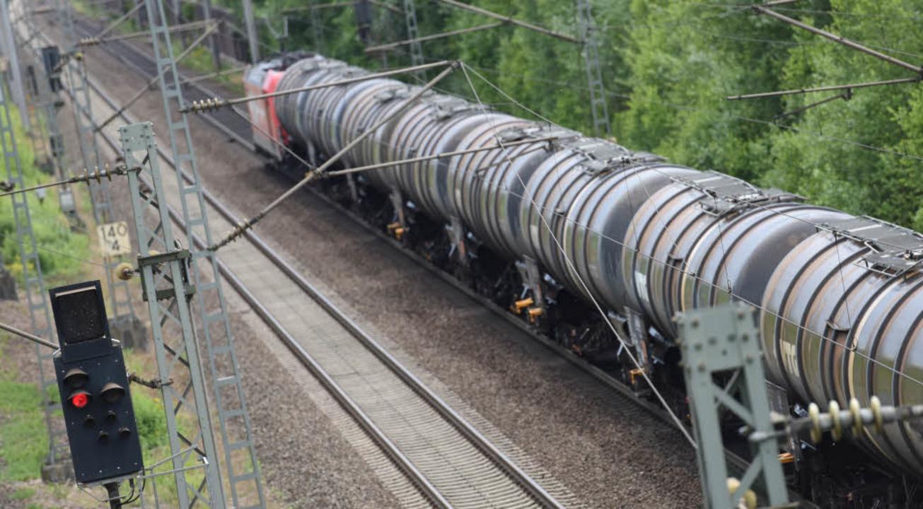 Güterzug auf der Rheintalbahn    Foto: dpa