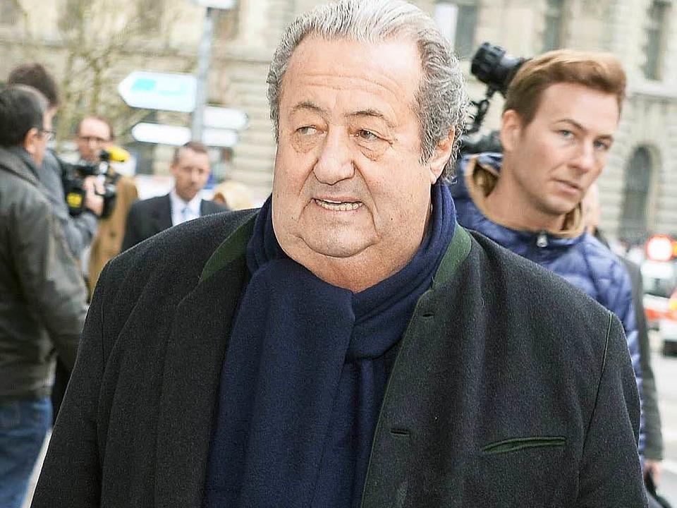 Manfred Schmider auf dem Weg ins Gericht  | Foto: dpa