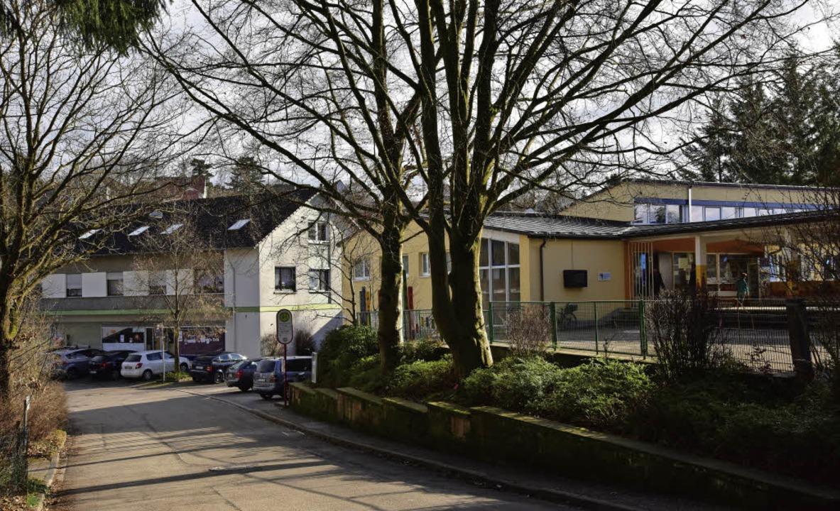 Die Ortsmitte steht im Zentrum der Übe...tren. Hier der Bereich an der Schule.   | Foto: Hans Meidhof