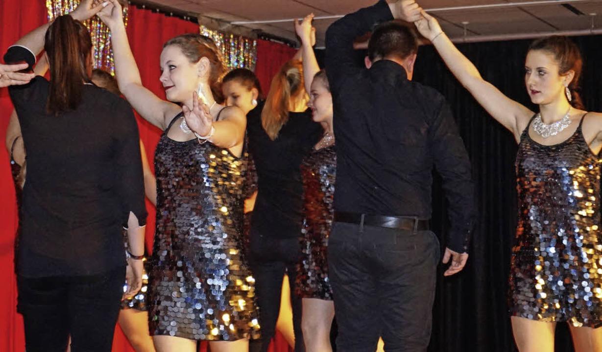 Auch das Tanzmodul Latin & More un...echts),  begeisterten die Festgäste.    | Foto: Julius Steckmeister