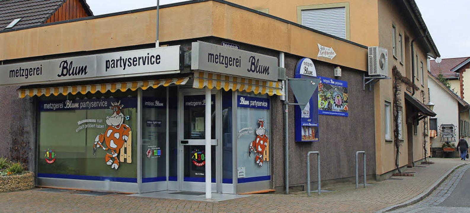 Die Metzgerei Blum ist verschlossen: Ein Aushang nennt die Gründe.   | Foto: Mario Schöneberg