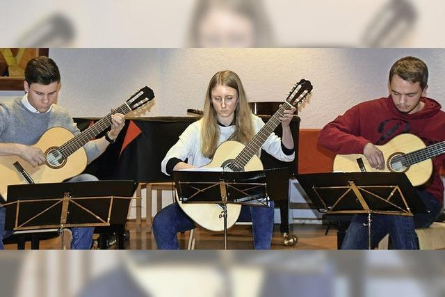 Gitarrenspiel mal drei macht auch Spaß mal drei