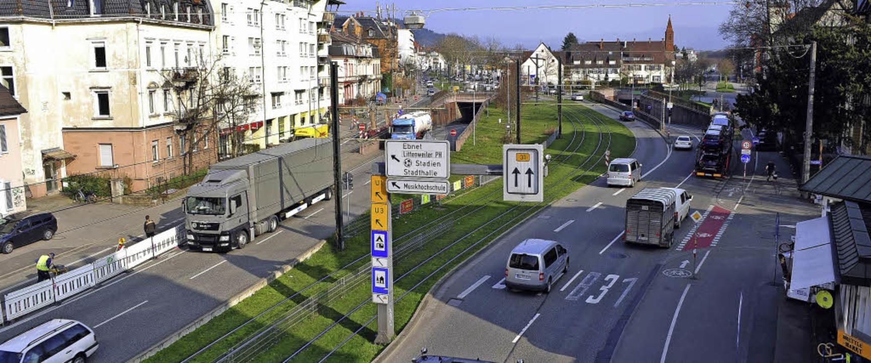 Die B 31 trennt heute Oberau (links) u...änen zufolge die Situation verbessern.  | Foto: Thomas Kunz