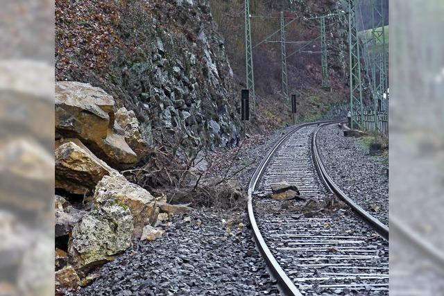 Erdrutsch legt Zugverkehr lahm
