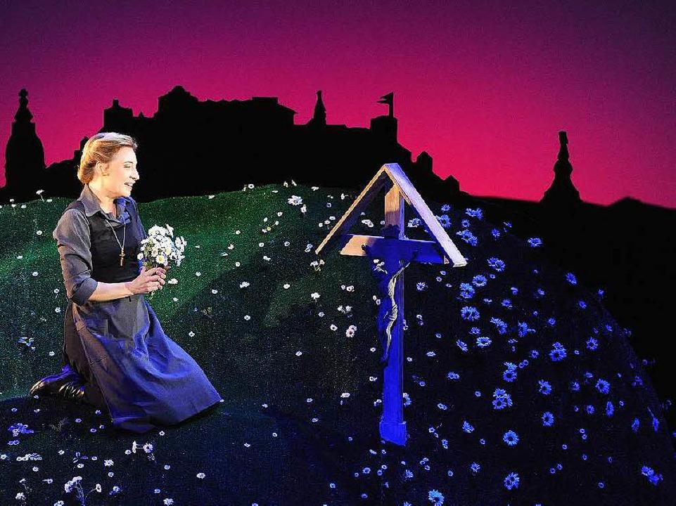 Szene aus einer Aufführung des Musicals am Salzburger Landestheater    Foto: Barbara Gindl