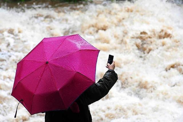 Unwetter im Südwesten hält an - Flüsse führen Hochwasser