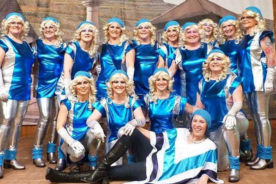 Die Tanzgruppe der Landfrauen (Foto: Christine Weirich)