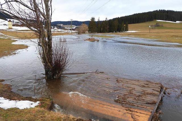 Der Schnee fließt davon: Überschwemmungen im Hochschwarzwald