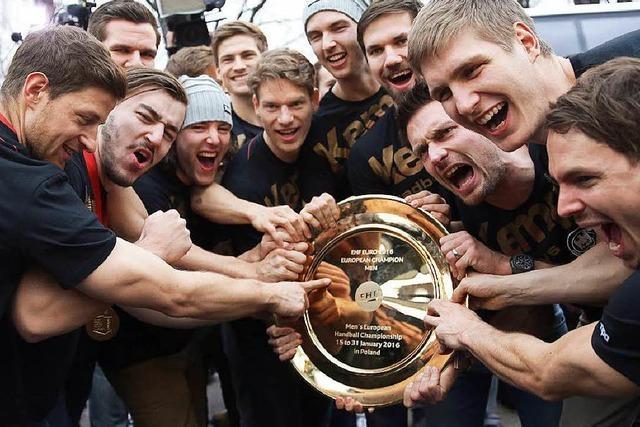 Handballer im Höhenrausch: 10.000 Fans feiern mit