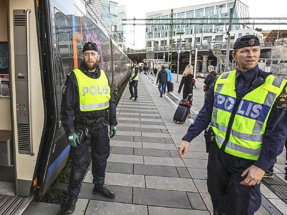 Die Öffentlichkeitsarbeit der schwedis...Polizei ist heftiger Kritikausgesetzt.  | Foto: dpa