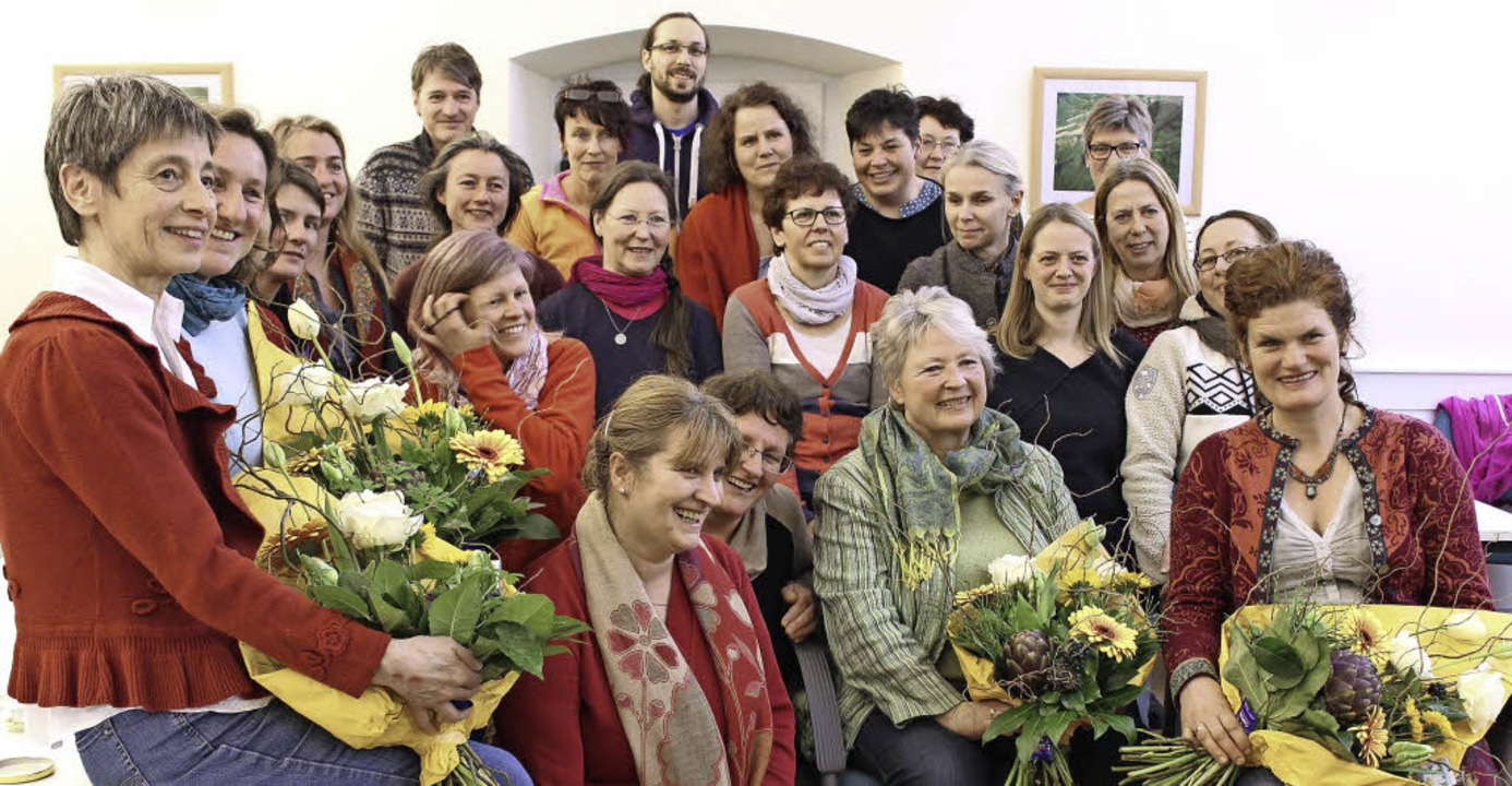 Durchweg zufriedene Gesichter bei Teil...n und Dozentinnen des Kräuterseminars   | Foto: Erich Krieger