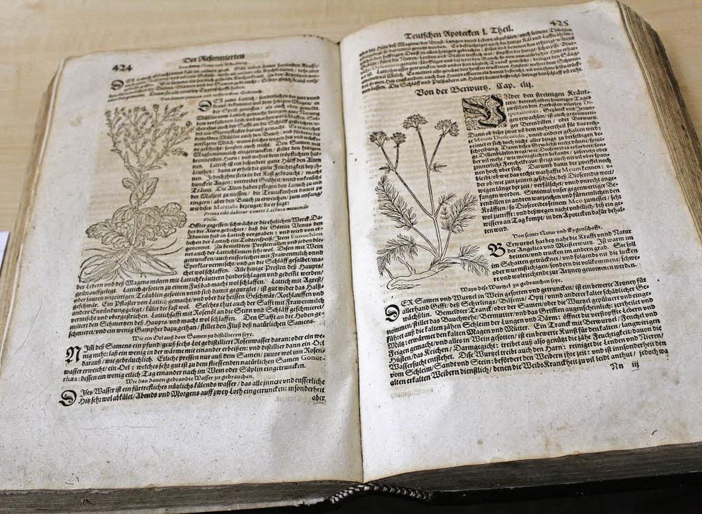 Noch heute gut für Anregungen: das Kräuterbuch von 1602  | Foto: Erich Krieger