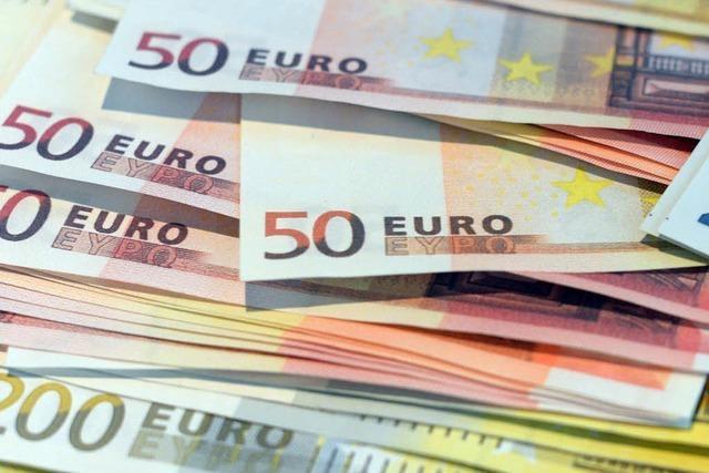 Afrikanischer Flüchtling gibt gefundene 2000 Euro ab