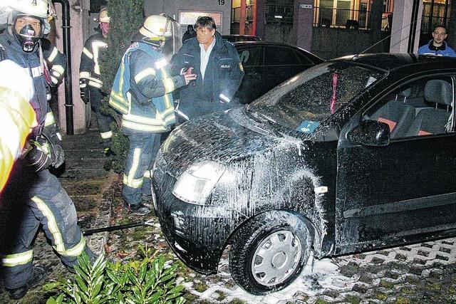 Erneut brennt ein Auto