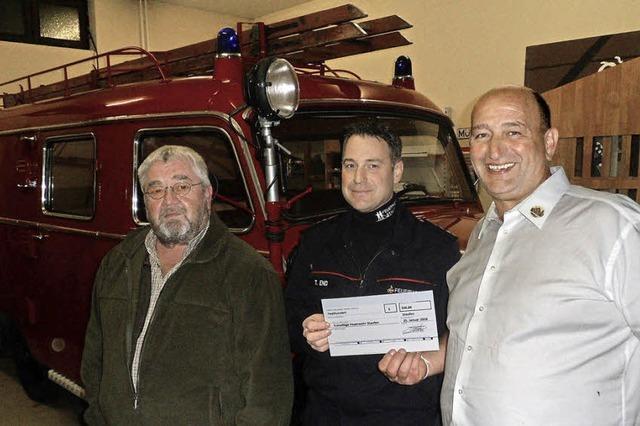 Anglerverein spendet für Opel Blitz der Feuerwehr