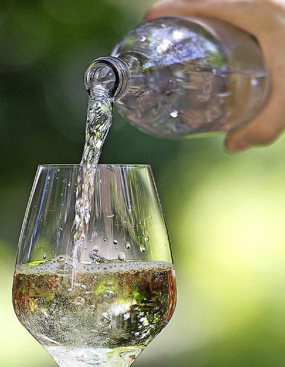 Wasser in den Wein? Zur Schorle lässt sich's grölen, in jedem Zustand.  | Foto: DWI - Deutsches Weininstitut