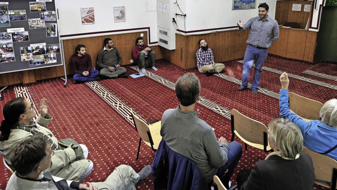 Reza Begas – hier in einer Freib...siswissen über die Lehren des  Islam.     Foto: Kunz