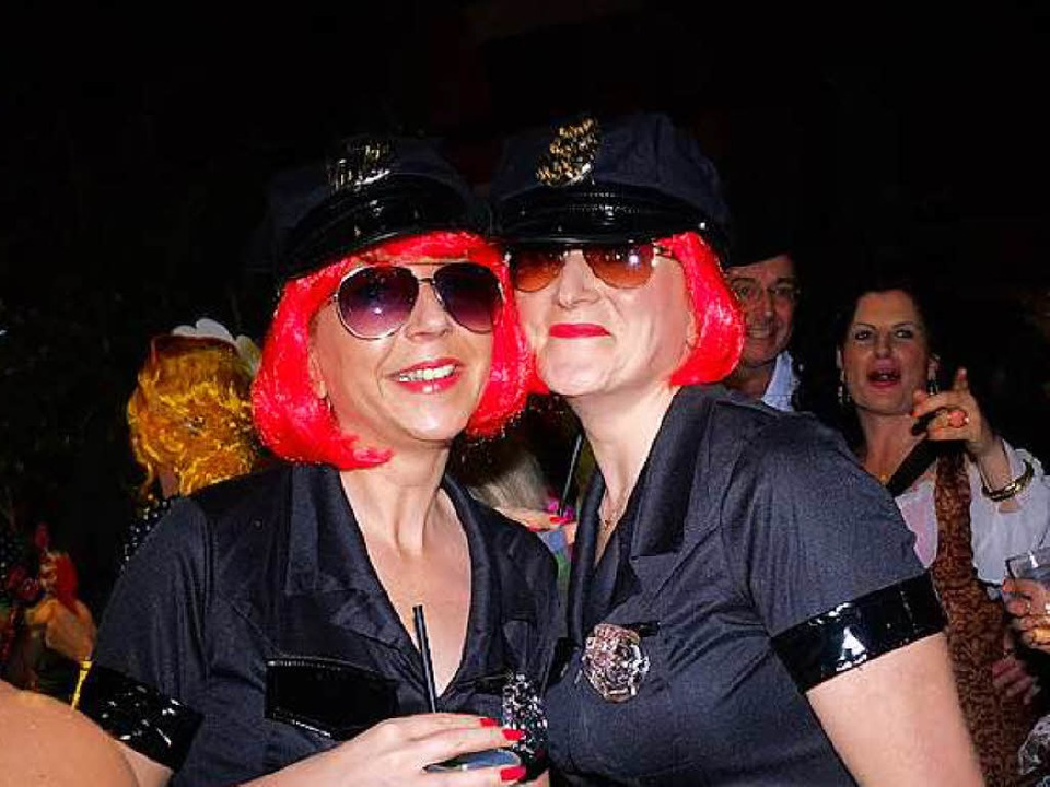 Sexy Polizeibeamtinnen beim Kripoball 2016 in der Mensa in Freiburg.  | Foto: Miroslav Dakov