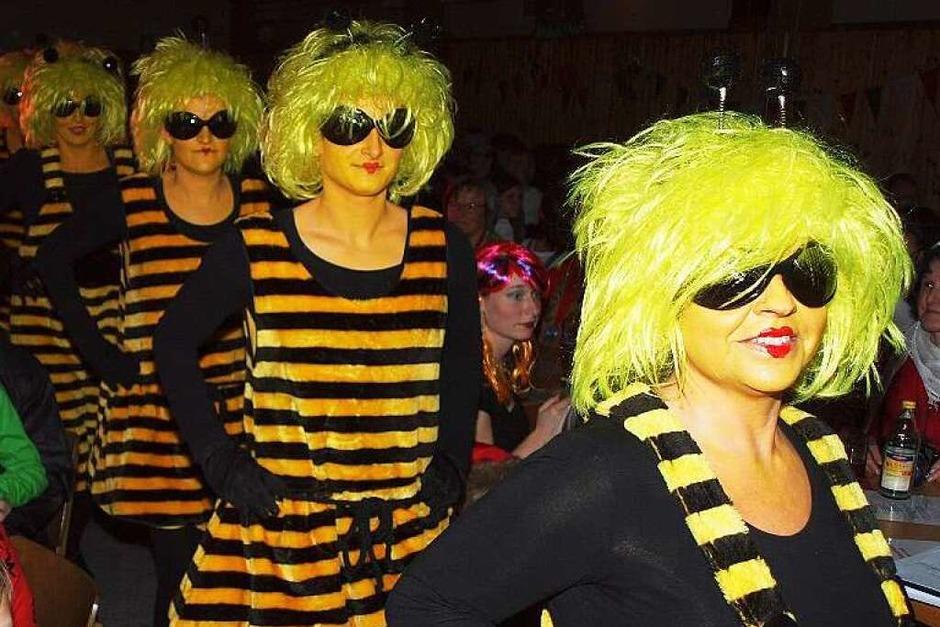 """Bunter Abend der Zyndusse in Bleichheim: """"Flips und flotte Bienchen"""" setzen auf Kostüm und Tanz (Foto: Michael Haberer)"""