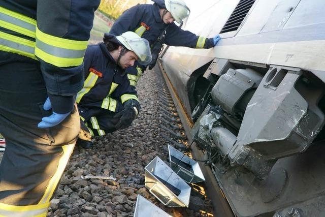 TGV rammt Auto an Bahnübergang bei Legelshurst
