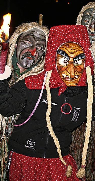 Freude herrscht unter diesen Geistern, im Bild mit einer Kehler Hexe.  | Foto: Peter Schütz