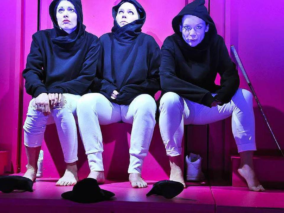 Quicklebendige böse Mädchen:  Camilla ...enbusch, Elisabeth Kreßler (von links)  | Foto: Matthias Kolodziej /duArte