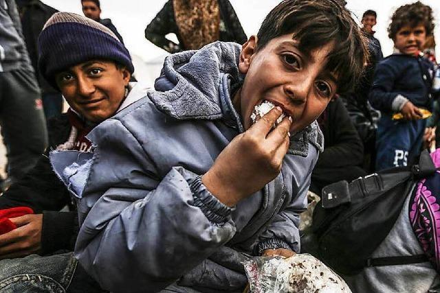 Syrisch-türkische Grenze: 50.000 Menschen warten