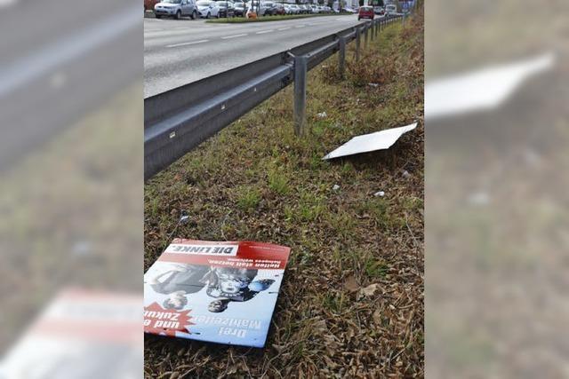 Wahlplakate am Boden: War es Wind oder Vandalismus?