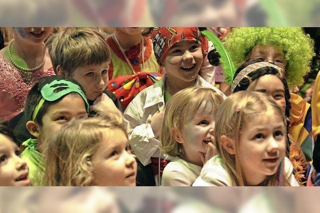 Prinzessinnen und Piraten auf dem Kinderball