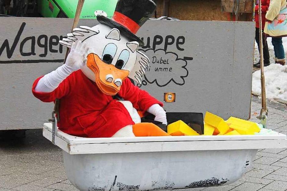 """Großbankier Dagobert Duck. Mit ihrem Thema """"Duck Tales - Geldspeicher in Not"""" erreichte  die Gruppe """"Nur Dubel um mi umme"""" den ersten Platz bei der Wagenbauer-Prämierung. (Foto: Cornelia Liebwein)"""