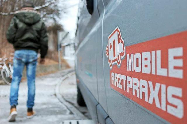 Arztpraxis auf vier Rädern hilft Flüchtlingen in Tübingen