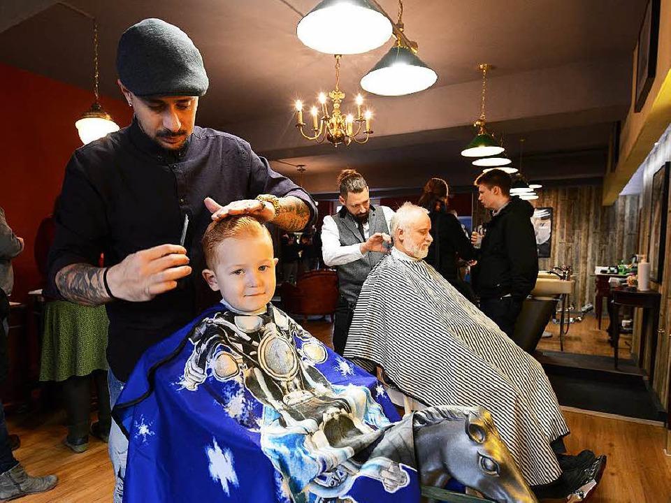 Egal, ob der Bart schon sprießt oder n...gerade dem kleinen Luis das Haupthaar.  | Foto: Rita Eggstein
