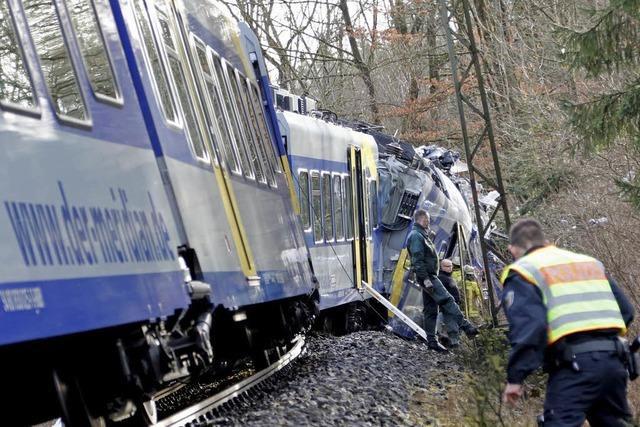 10 Tote und rund 80 Verletzte bei Zugunglück in Oberbayern