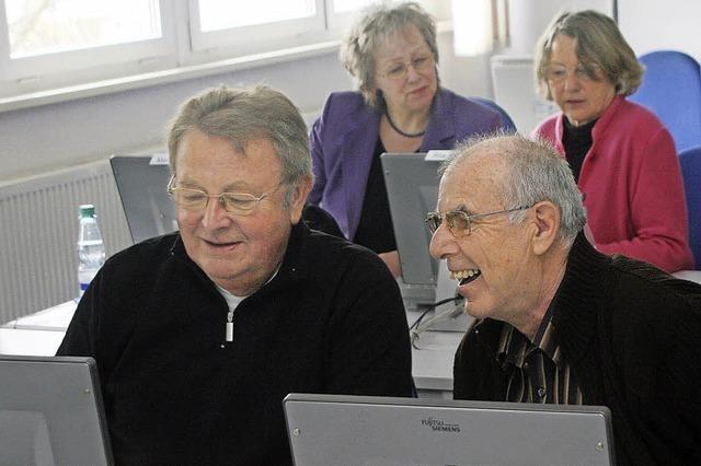 Infotag zu Angeboten für Ältere (Tablet, Smartphone, Englisch, Französisch, Spanisch, Rücken-Fit, Internet, Yoga) in Titisee-Neustadt