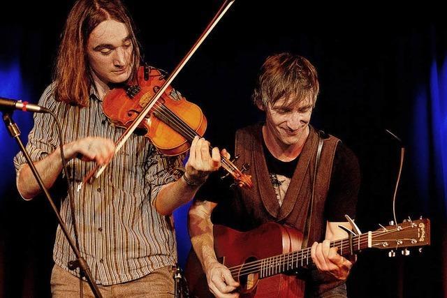 Das Duo Broom Bezzums spielt in der Freiburger Wodanhalle