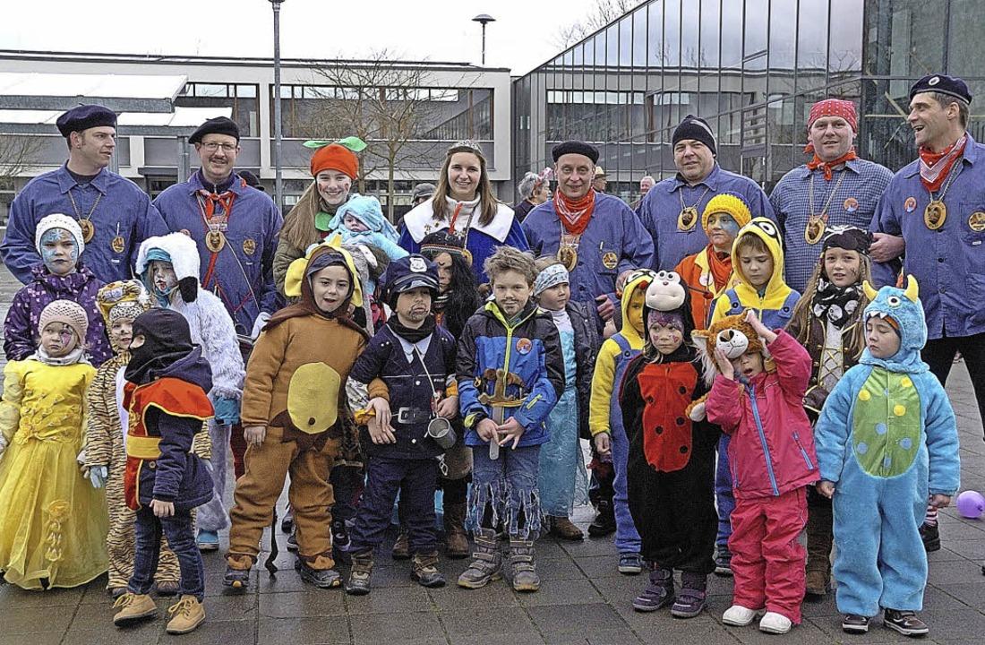 30 Kinder nahmen am Umzug in Wyhl teil.  | Foto: Jürgen Schweizer