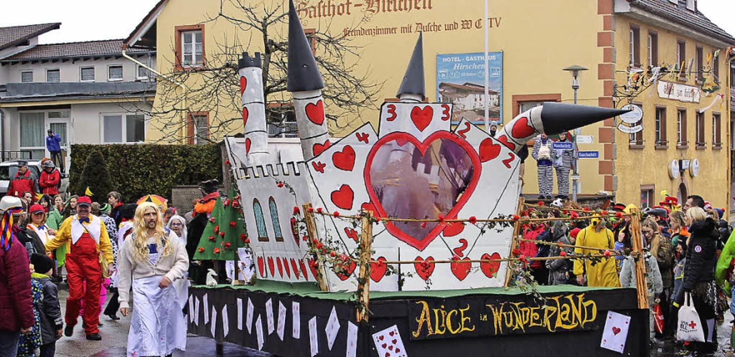 Herzog und Herzkönigin, weiße Kaninche... (Gruppe um Elferrat Hubert Ketterer).  | Foto: Christa Maier