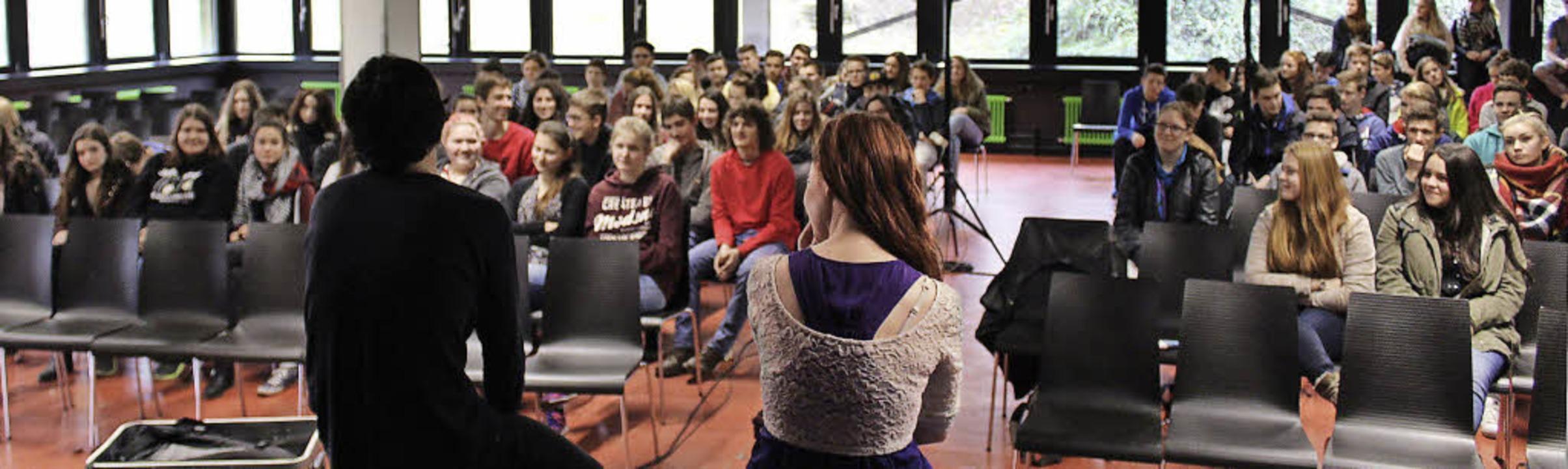 Diskussion mit den Schülern nach der Aufführung   | Foto: Erich Krieger