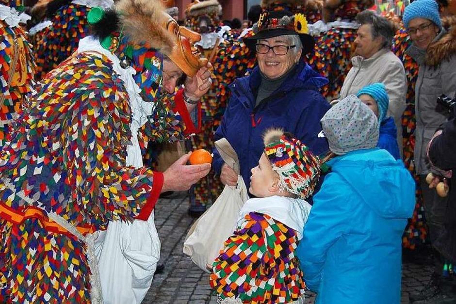 Hoch her ging es am Nachmittag des Fasnachtsdienstags in der Laufenburger Altstadt beim uralten Brauchtum des Narrolaufens.