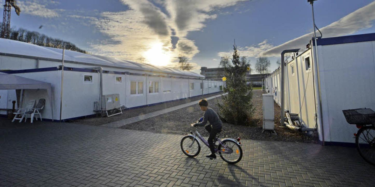 Die Unterkunft neben dem  Brombacher S...atz bietet Platz für 200 Flüchtlinge.   | Foto: Barbara Ruda
