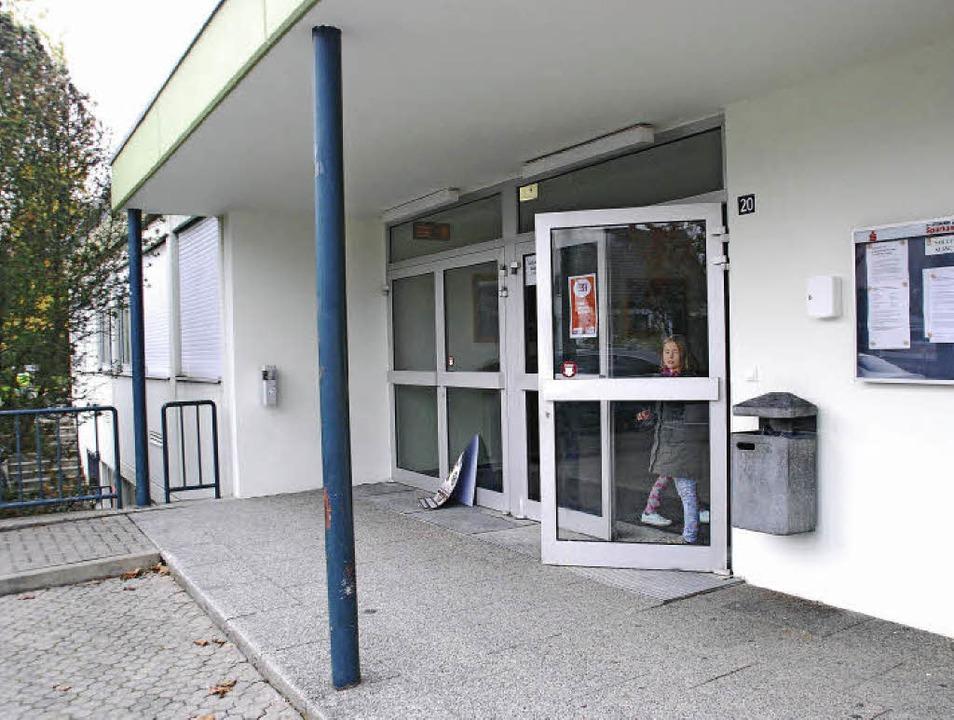 Die Hebelhalle in Nollingen erhält ein...d saniert und auch der Umkleidetrakt.     Foto: Ralf Staub